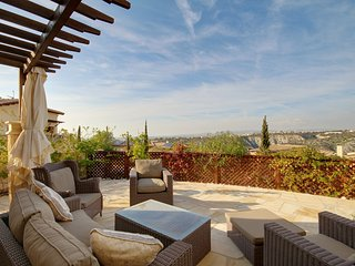 Superb 2 bed, 2 bath, Luxury Apt located at Aphrodite Hills Resort!