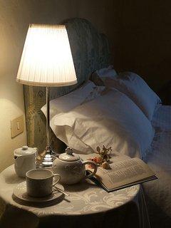 particolare camera da letto matrimoniale