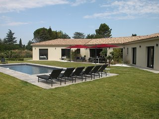 VILLA CONTEMPORAINE, 10 CHAMBRES, PISCINE, JARDIN, CLUB DE TENNIS