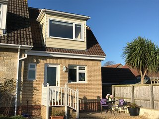 FANTASTIC NEW Holiday home with HOT TUB in Sandown close to beach with garden