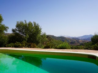 Bright spacious villa with fantastic views & pool, Almogía