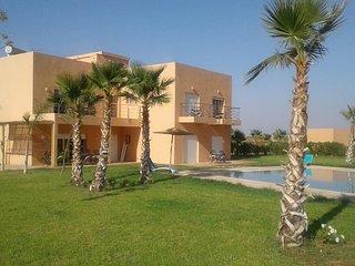 YASMINE. Magnifique villa contemporaine 1 hectare