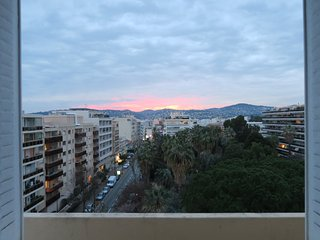 Top floor apartment, views to the south and west, 8 mins walk from sandy beaches