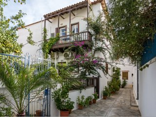 family townhouse spacy and bright, Skopelos Town