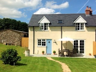 Bluebell Cottage, Pole Rue Farm, edge of pretty village of Combe St Nicholas,