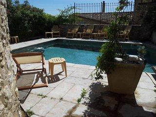 MAS avec cuisine d'été, piscine et cour intérieure, Arpaillargues