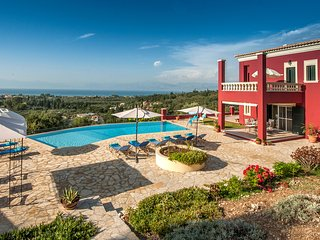 Stylish Regina Rossa with unique sea views among olive trees!