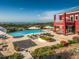 Stylish Regina Rossa with unique sea views among olive trees!