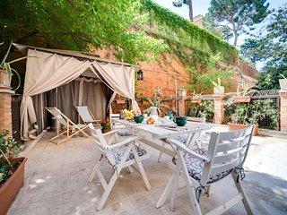 2 Bed Apt w/ Terrace near Collosseum, serviced by Hostmaker