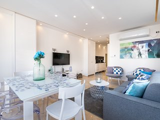 Renovated White Apartment beachfront - 8 people