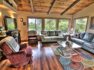 Ocean View Home Just Steps to a Sandy Beach! FREE NIGHT!, Yachats