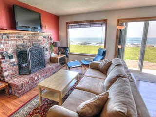 Oceanfront with Hot Tub at Beyond the Sea! FREE NIGHT!, Yachats