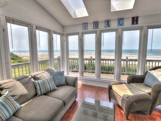 Oceanfront Home with Hot Tub on a Sandy Beach!   FREE NIGHT!, Waldport