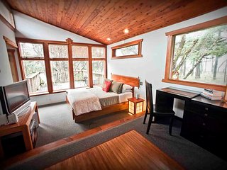 Zen Beach Retreat-Relaxing Spa - Steps to a Sandy Beach! Free Night!, Yachats