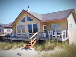 Oceanfront Sits Right on a Sandy Beach!, Waldport