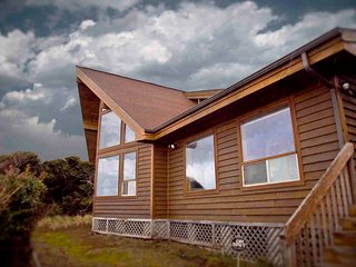 Ocean Front Home on a Sandy Beach! FREE NIGHT!, Yachats