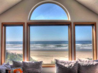 Oceanfront Home on Miles of Sandy Beach! Hot Tub / Game Room!