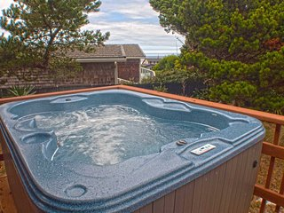 Short Walk To A Sandy Beach! Hot tub! Ocean View Deck! FREE NIGHT!, Waldport