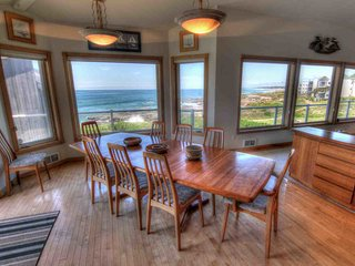Ocean Front Home with Hot Tub and Game Room! Free Night!, Yachats