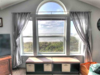 Ocean Front Home With Hot Tub On Miles Of Sandy Beach!