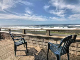 Ocean Front with Amazing View & Private Hot Tub! FREE NIGHT!, Yachats