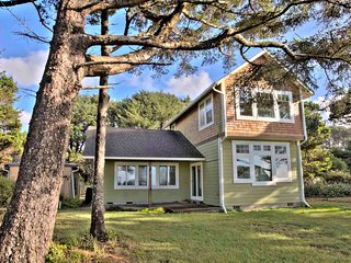 Modern Home just a Stones Throw to a Sandy Beach! Free NIght!, Yachats