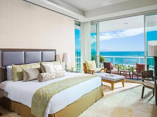 Beachfront Grand Luxxe 2br Spa Suite