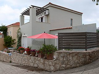 Villa, private pool, 3 bedrooms close to lake and beaches, Kournas