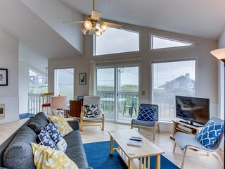 Elegant dog-friendly home on quiet dead-end street w/ocean views!, Manzanita