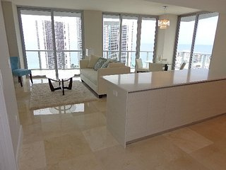 Penthouse on Intracoastal Waterway. Floor 32