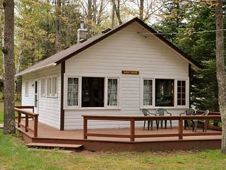 Venn's Woodland Resort - Birch Haven Lakefront Cottage