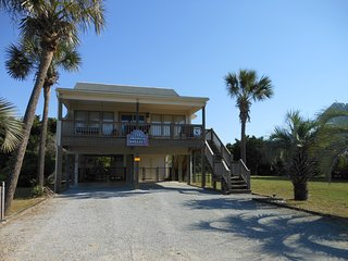 Tropical Breeze Oceanview Beach House - Dog Friendly - Just Steps to the Beach