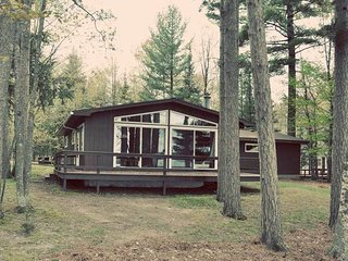 Venn's Woodland Resort - Camelot Lakehouse, Eagle River