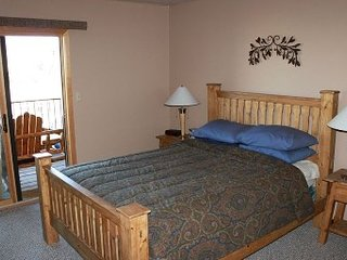 Mount Crested Butte condo on West Wall Lift! Hot tub,garage,free shuttle