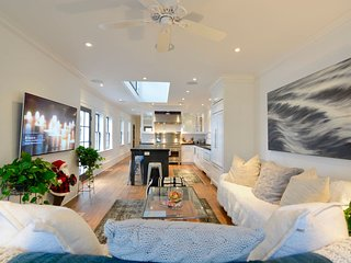 Zeus (Luxury Downtown Home for a Large Group)