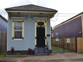 Pinera's Place...Walking Distance To Frenchmen Street And The French Quarters!!!, New Orleans