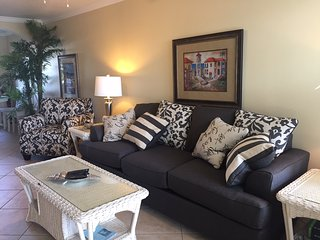 Barefoot Beach Resort, Upgraded Unit with New furniture!