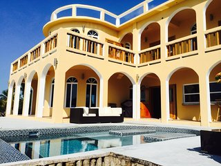 Free Private Chef/Meals! Villa Mandevill 6 Bedroom, Beach Front, Paddle boards