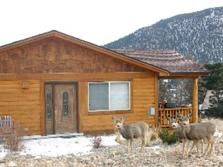 Ideal Mountain Home / Walk to Town / Quiet Deck with Mtn View / Wifi, Estes Park