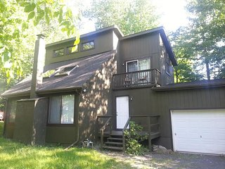 Three Bedroom Vacation Home Near Casino Atv Camelback Ski Waterparks Lakes, Tobyhanna