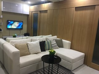 New fully-furnished 1BR unit at Shell Residences MOA with cable & wifi, Pasay