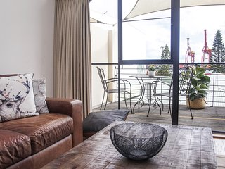 ★Selador★James Street Warehouse with Harbour Views close to Central Fremantle
