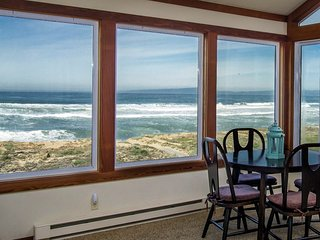 Oceanfront Beach House + 2 Aquarium Tickets + January Special 4th Night Free