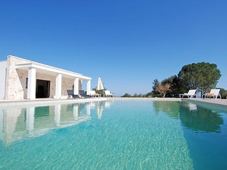 Villa Maremonti: Modern Villa with Private Pool, Monopoli