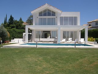 New Built Luxury Villa in Marbella with SEA VIEW -1 min to Golf - 7 min to Banus