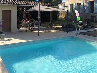 Family friendly large 5 bed house with pool in a village location, Lauzun