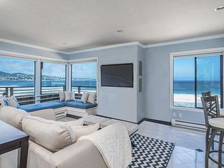 3728 Beach Front Paradise - Ocean Front Condo with Amazing Views!, Monterey