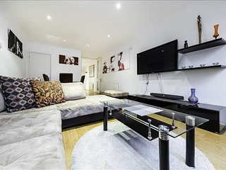 Three Bedroom Furnished Flats in Bayswater