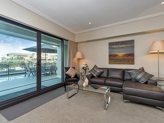 2 Bedroom and 1 Bath Waterfront  in Prince's Wharf, Auckland