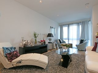 Stylish & Contemporary Designed 2Bedroom Apartment next to River Thames!!!, Brentford